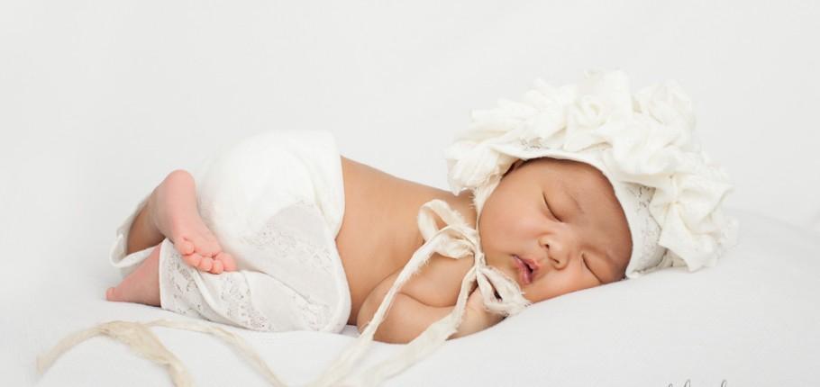 A Modern, Clean, Yet Fuzzy Newborn Photo Shoot – North York, Toronto Photography