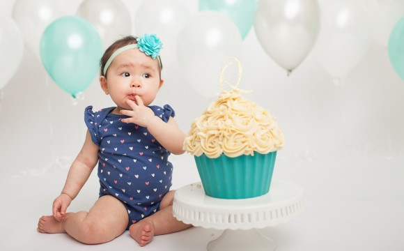Baby Girl Balloon Cake Smash Photography – North York, Toronto